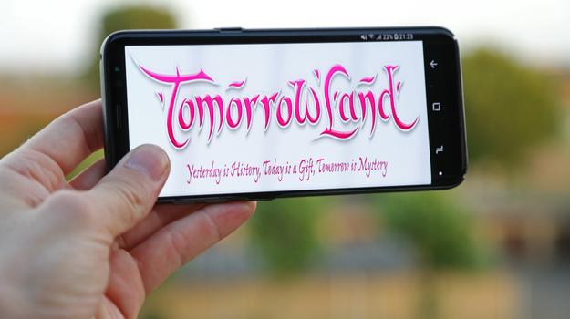 tomorrowland recrute en masse via une app